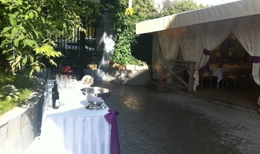Летняя веранда на 80 персон в ЦАО, м. Парк культуры, м. Октябрьская от 1500 руб. на человека