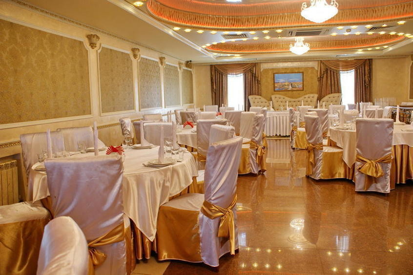 Ресторан, Банкетный зал, За городом на 90 персон в ВАО,  от 1800 руб. на человека