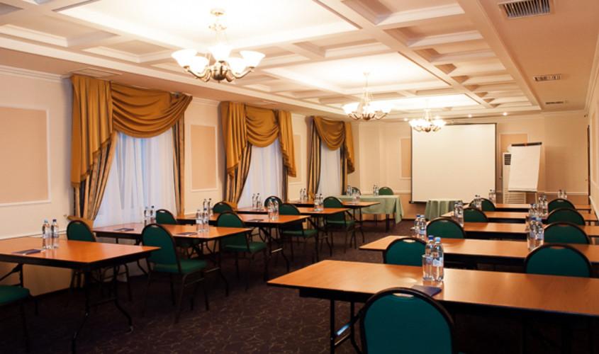 Ресторан, Банкетный зал, При гостинице, За городом на 24 персон в ЮАО, м. Домодедовская от 3500 руб. на человека
