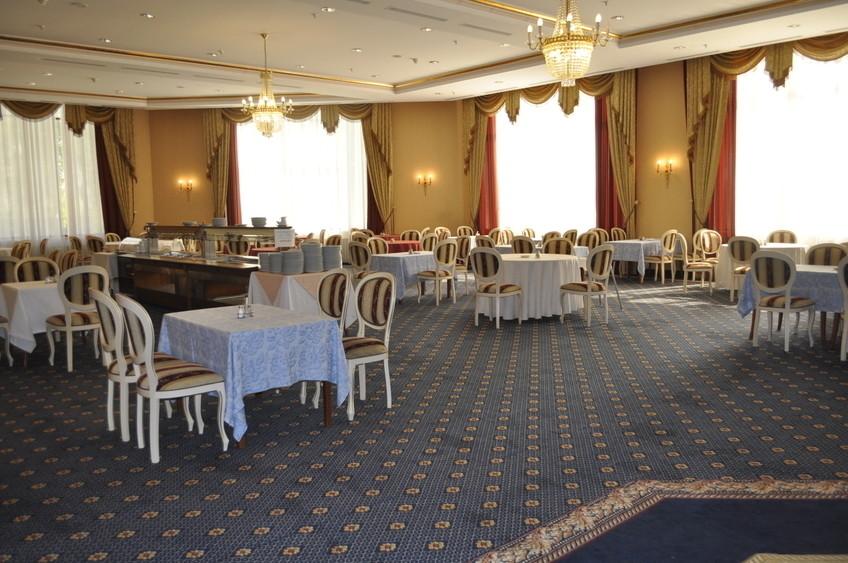 Банкетный зал, При гостинице, За городом на 200 персон в ЮЗАО,  от 3000 руб. на человека