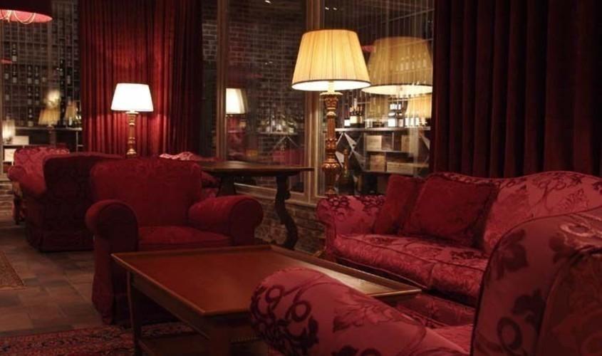 Ресторан, Банкетный зал, За городом на 50 персон в ЗАО, м. Молодежная от 10000 руб. на человека