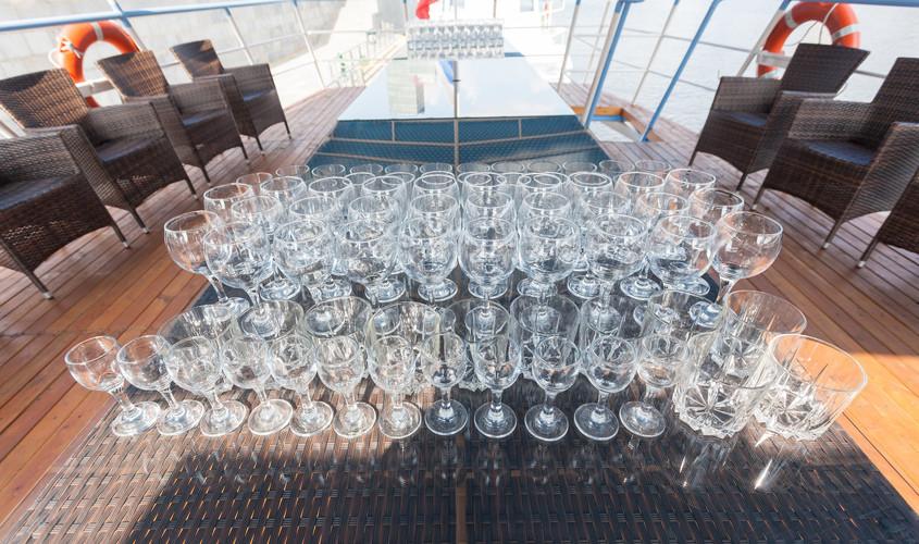 На теплоходе на 100 персон в ЦАО, м. Выставочная от 3000 руб. на человека