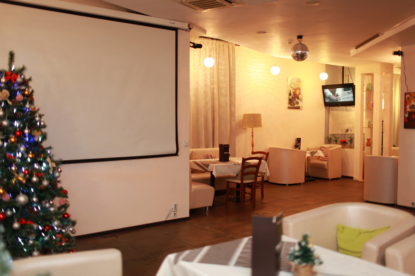 Ресторан, Кафе на 90 персон в ,  от 2500 руб. на человека