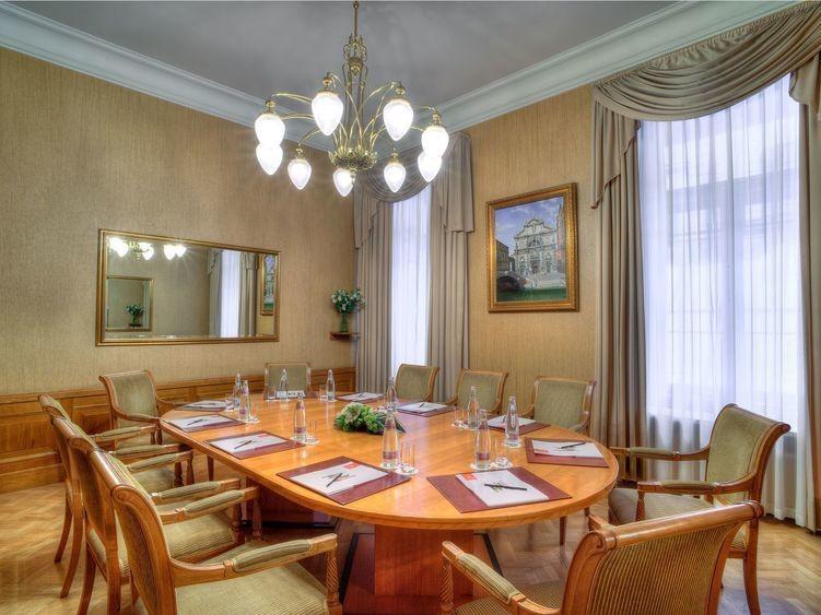 Банкетный зал, При гостинице на 10 персон в ЦАО, м. Охотный ряд, м. Театральная, м. Пл. Революции от 6000 руб. на человека