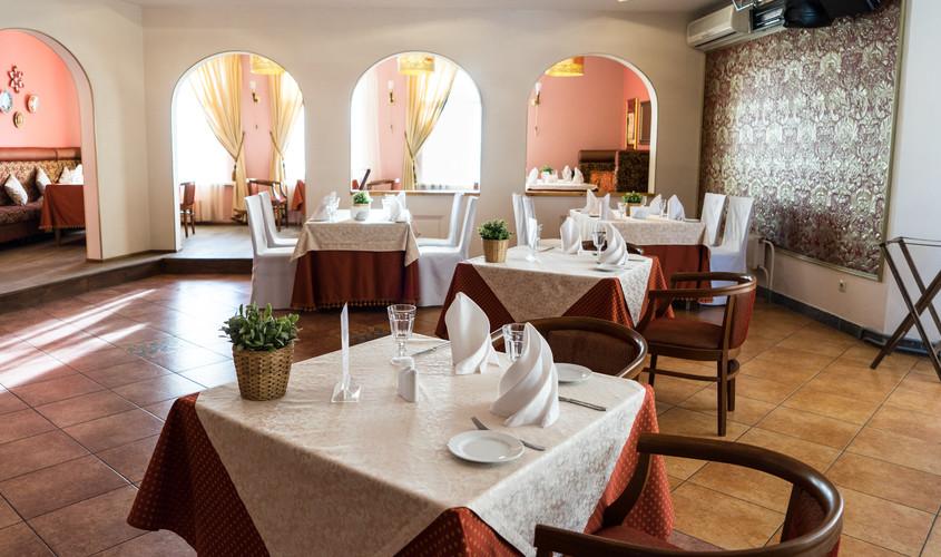 Ресторан, Банкетный зал, Загородный клуб, За городом, У воды на 40 персон в ЗАО,  от 2500 руб. на человека