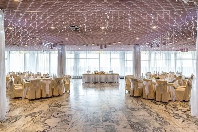Ресторан, Банкетный зал, При гостинице на 400 персон в ЮЗАО, м. Юго-Западная, м. Тропарево от 2500 руб. на человека