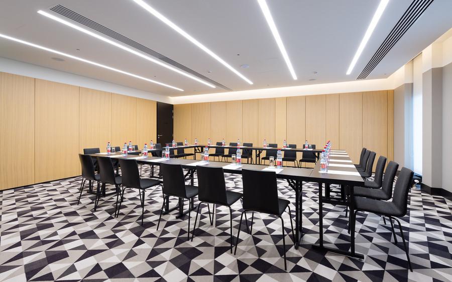 Банкетный зал, При гостинице, Конференц-зал на 30 персон в ЦАО, м. Смоленская от 3000 руб. на человека