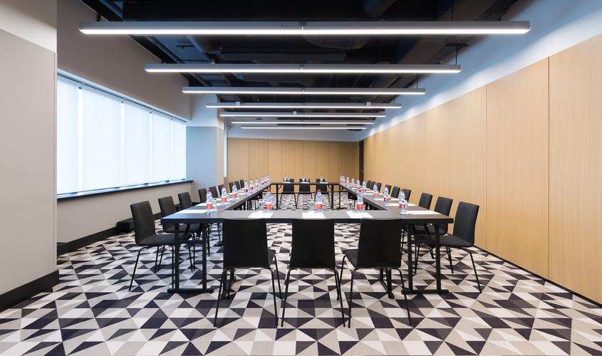 Банкетный зал, При гостинице, Конференц-зал на 50 персон в ЦАО, м. Смоленская от 3000 руб. на человека