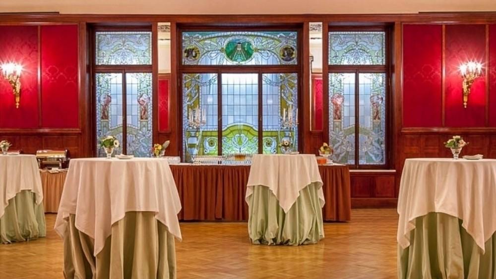 Ресторан, Банкетный зал, При гостинице на 120 персон в ЦАО, м. Театральная, м. Пл. Революции, м. Охотный ряд от 6000 руб. на человека