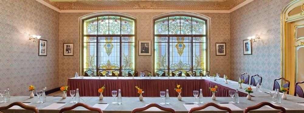 Ресторан, Банкетный зал, При гостинице на 30 персон в ЦАО, м. Театральная, м. Пл. Революции, м. Охотный ряд от 6000 руб. на человека