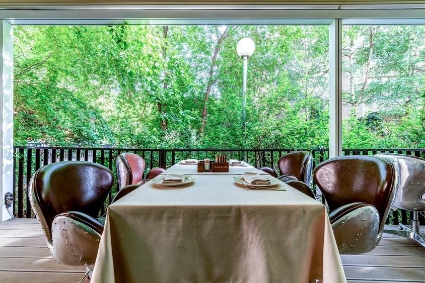 Ресторан, Банкетный зал, Летняя веранда на 60 персон в ЦАО, м. Смоленская от 2500 руб. на человека