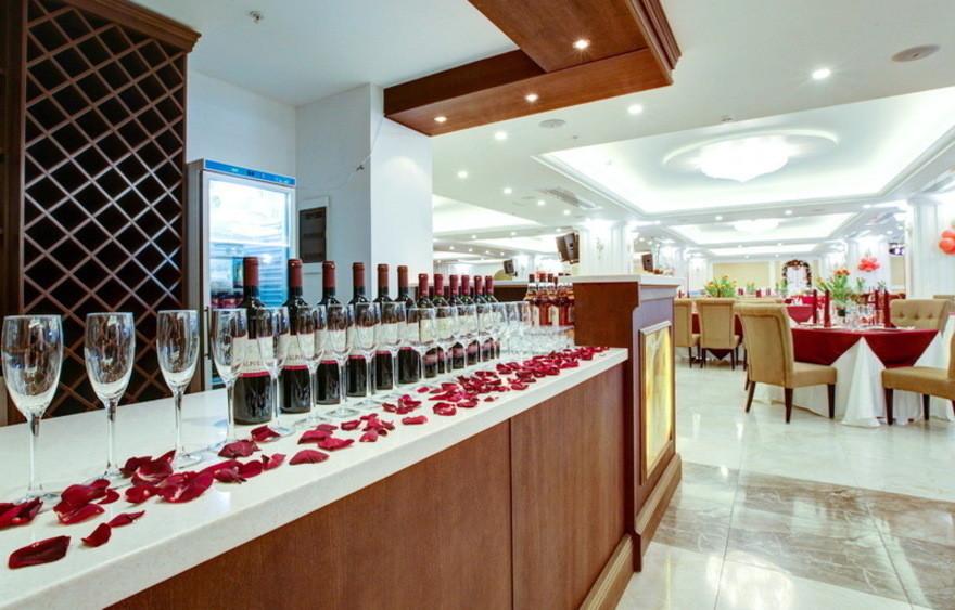 Ресторан, Банкетный зал, При гостинице на 600 персон в СВАО, м. ВДНХ от 2500 руб. на человека