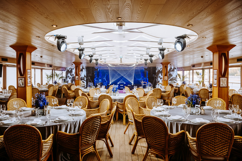 Ресторан, Банкетный зал, Кафе, У воды на 250 персон в ЦАО, м. Воробьевы горы, м. Выставочная от 7000 руб. на человека