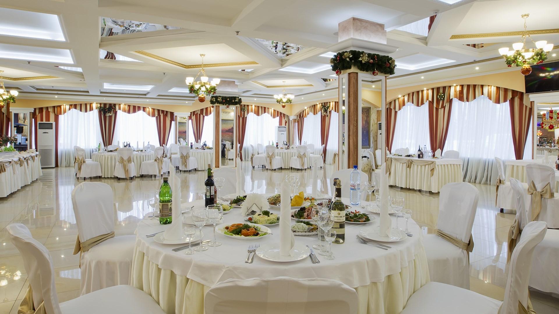 Свадебный банкет в семейном кругу