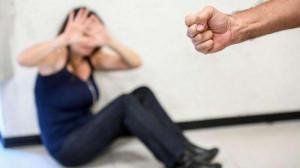 Picchia e violenta una donna disabile: arrestato un 39enne