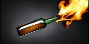 Lancia molotov sul balcone del vicino: arrestato