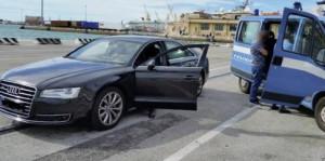 Documenti e assegni falsi per auto di lusso, truffatore arrestato a Milano
