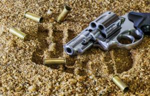 Tor Bella Monaca: esplode tre colpi col suo revolver e scappa