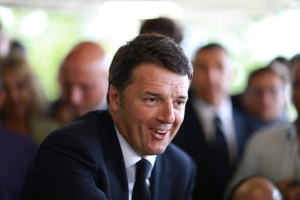 Renzi scatenato sui social: 'Beppe Grillo, per me fai schifo'