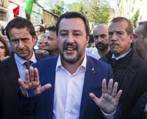 Salvini contestato a San Lorenzo risponde: 'Torno con la ruspa'