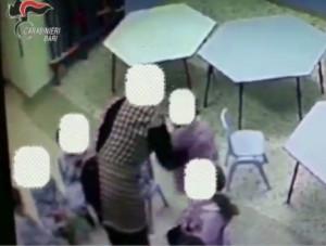 Bimbi maltrattati a scuola, arrestate quattro maestre