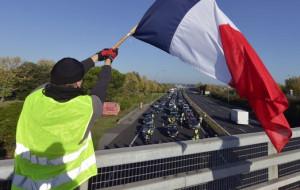 Francia: I gilet gialli bloccano depositi di carburante