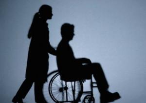 Collaboratore domestico deruba un disabile: denunciato dalla Polizia