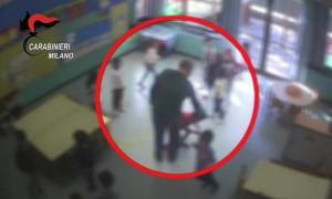 Schiaffi e spinte ai bimbi all'asilo: arrestato un maestro a Milano