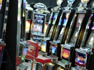 Bambina di 12 anni gioca alle slot: locale chiuso e maxi multa