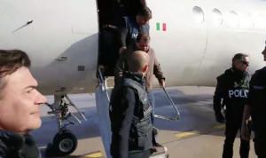 Cesare Battisti è arrivato in Italia ed è stato accompagnato in carcere
