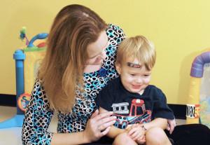 Rimane fuori dall'abitazione con neonata in casa: denunciata baby sitter distratta