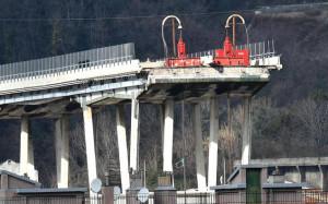 Al via la demolizione del ponte Morandi: a Genova Conte e Toninelli