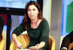 Le foto intime della deputata Giulia Sarti tornano a circolare nelle chat