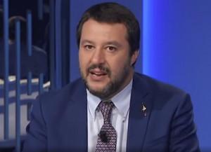 Salvini (di nuovo) indagato per sequestro di persona