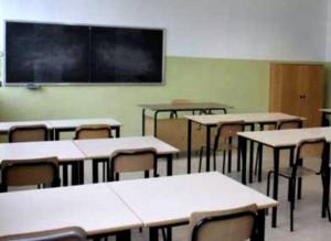 Napoli, crolla parete di una scuola: colpita una maestra incinta