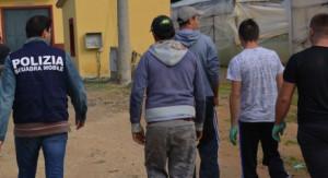 Ragusa: arrestati due imprenditori per sfruttamento della manodopera