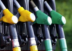 Il prezzo della benzina in autostrada vola sopra i due euro