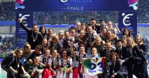 Il presidente Gravina ha premiato la Juventus Women domenica a Torino
