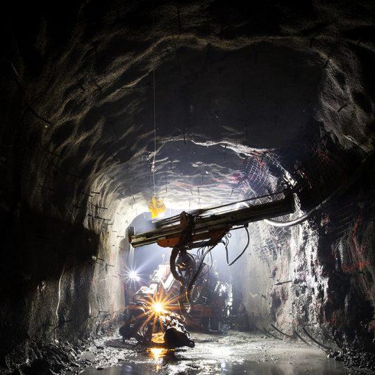 Borr under jord i gruva