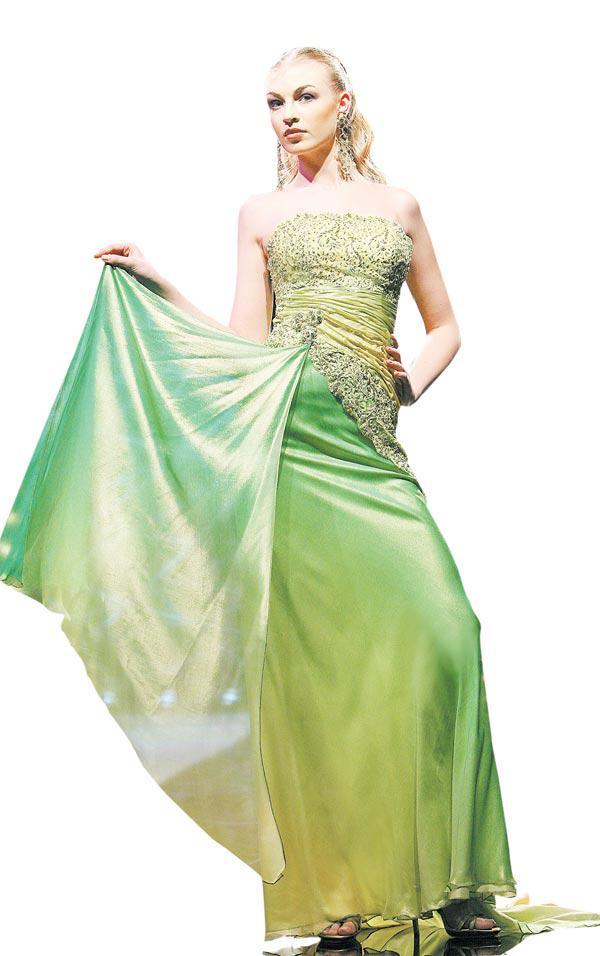 7ac96561f8d77 مصمّم الأزياء غابي صليبا  العربيات خُلقن لارتداء الفساتين