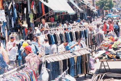 b68d199ca ليس صعباً أن تهتدي إليها. يكفي أن تكون وسط القاهرة وتسأل «فين وكالة البلح».  ستجد أن الجميع يرشدونك إليها وأن الآلاف سبقوك إليها، حتى يخيل إليك أن جميع  سكان ...