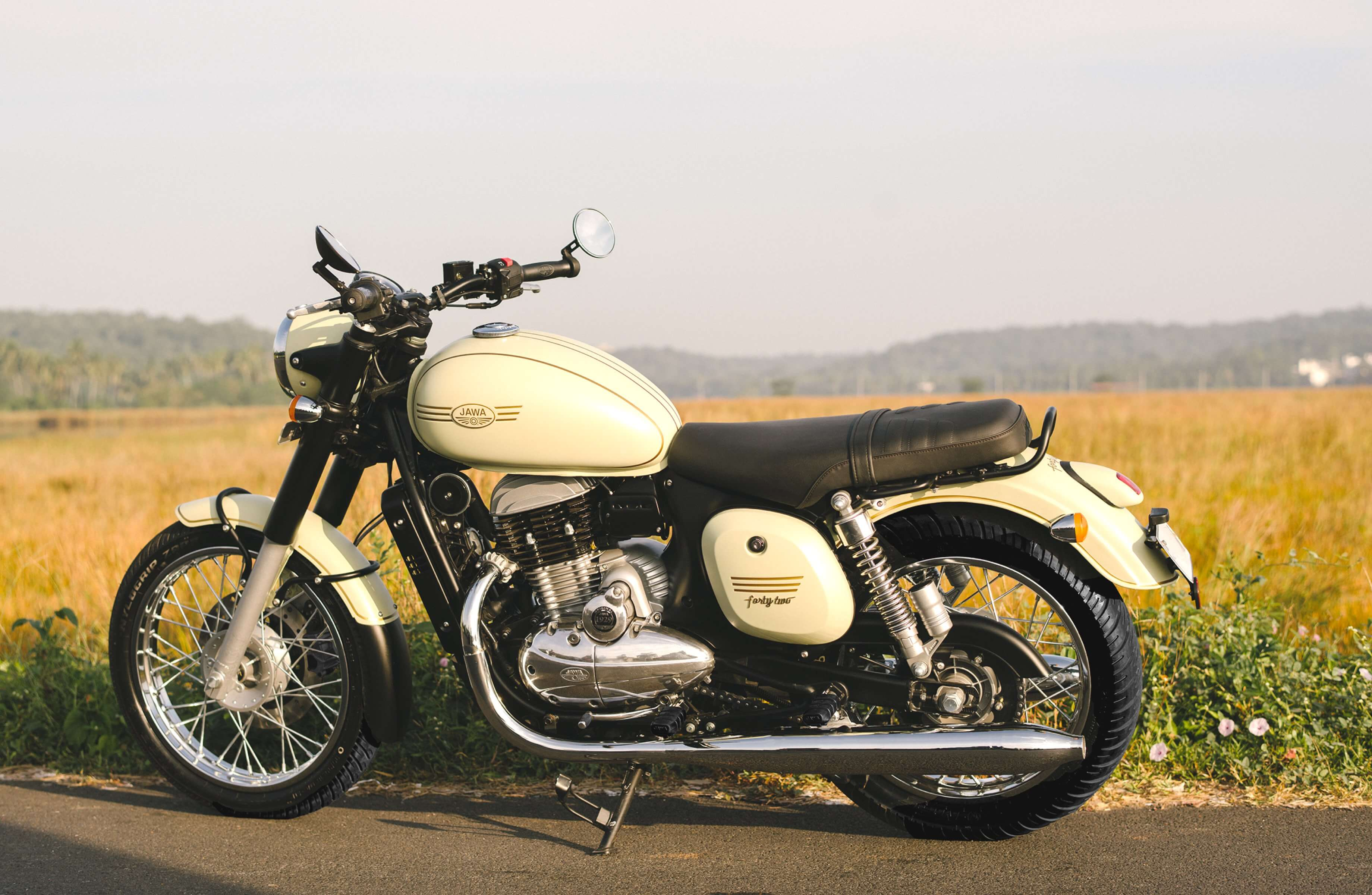 gallery j42 1 - Return of JAWA Motorcycle after 23 Years