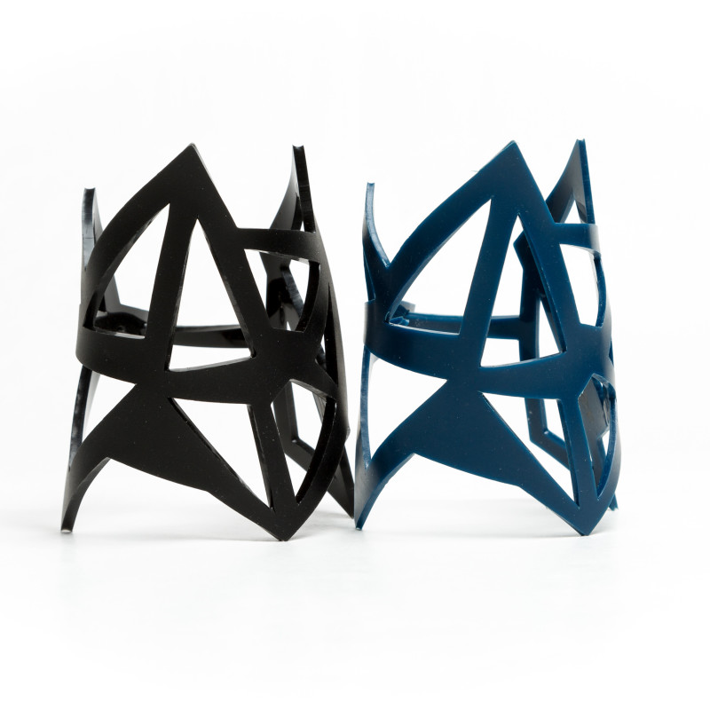 Geometric cuff bracelet made of flexible, non-toxic, solvent-free resin. Inspired by natural shapes, the Edges cuff bracelet is made of lines, with a unique artisanal design smoothly wrapping your wrist. Contemporary accessory designed to adapt to the needs of an everchanging fashion, it fits every look. Available in different colours, resin clasp, laser cut made in an artisanal italian lab.
