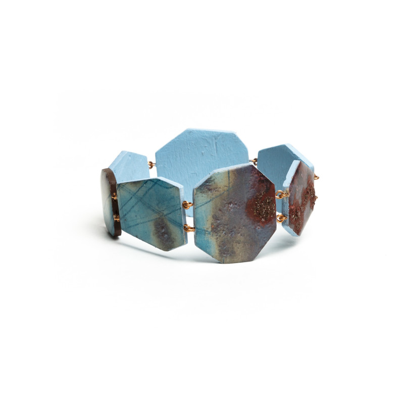 Module Oxidation bracelet. Wooden turquoise hexagons with purple and brown shades, metallic clasp. Designed by printing details of macrophotographies of natural objects.