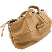 Comfortable small pochette in Italian leather. 100% Made in Italy artisanal product. Soft and wide, Totally handmade. Color: beige, handle in leather.