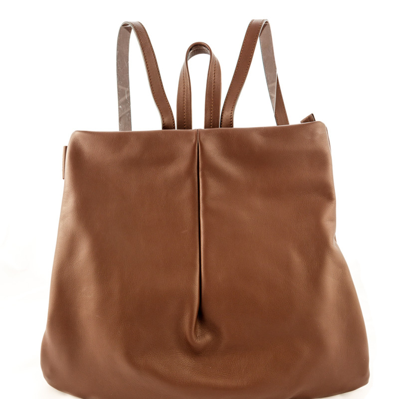Comfortable Backpack in Italian leather. 100% Made in Italy artisanal product. Soft and wide, totally handmade by Italian artisans. Color: light brown, handle in leather.