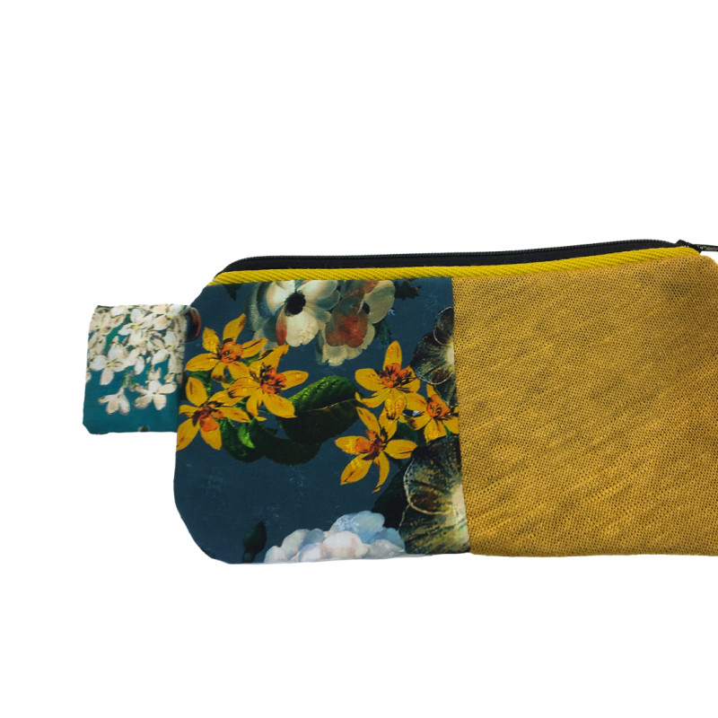 Nice pochette handmade. Patchwork pattern, totally handmade and made in Italy. Useful for keys, papers, make-up.