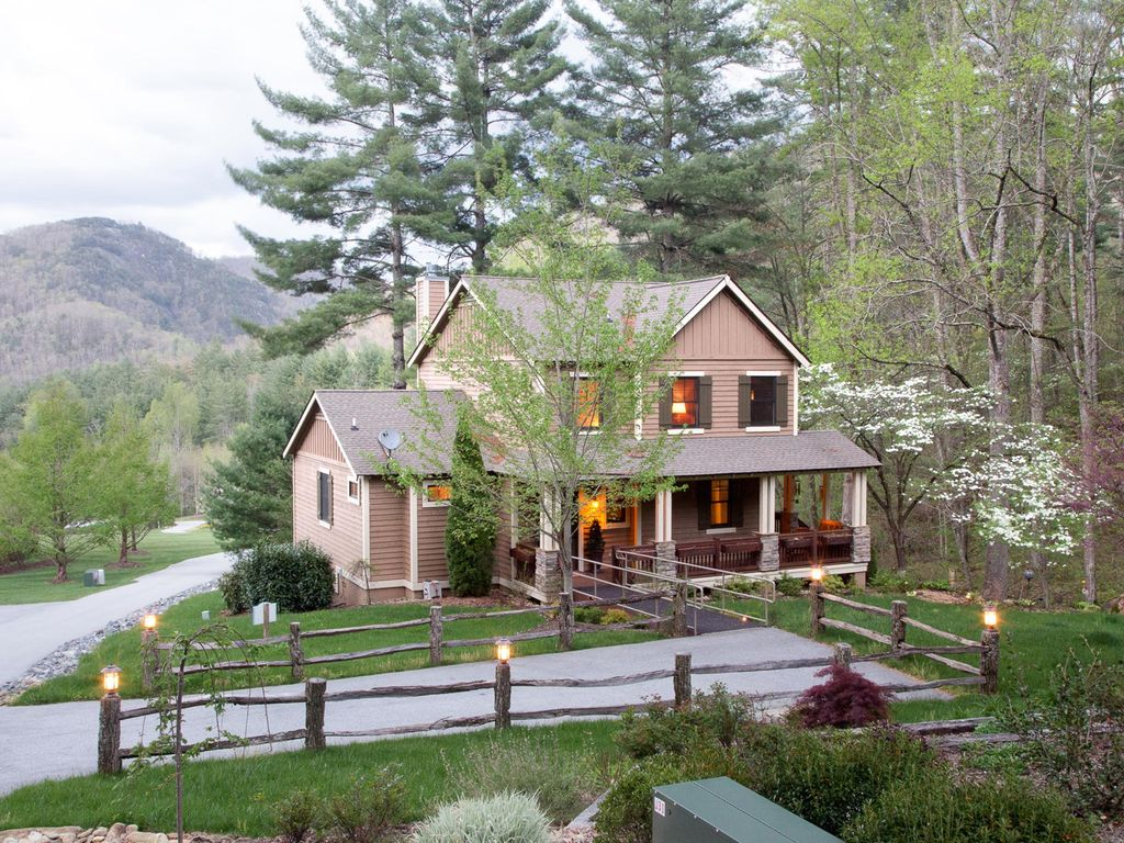 Photo of Kiesse Creek Lodge at Bear Lake Reserve