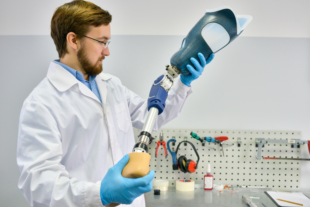 biomedical-engineer-with-prosthetic
