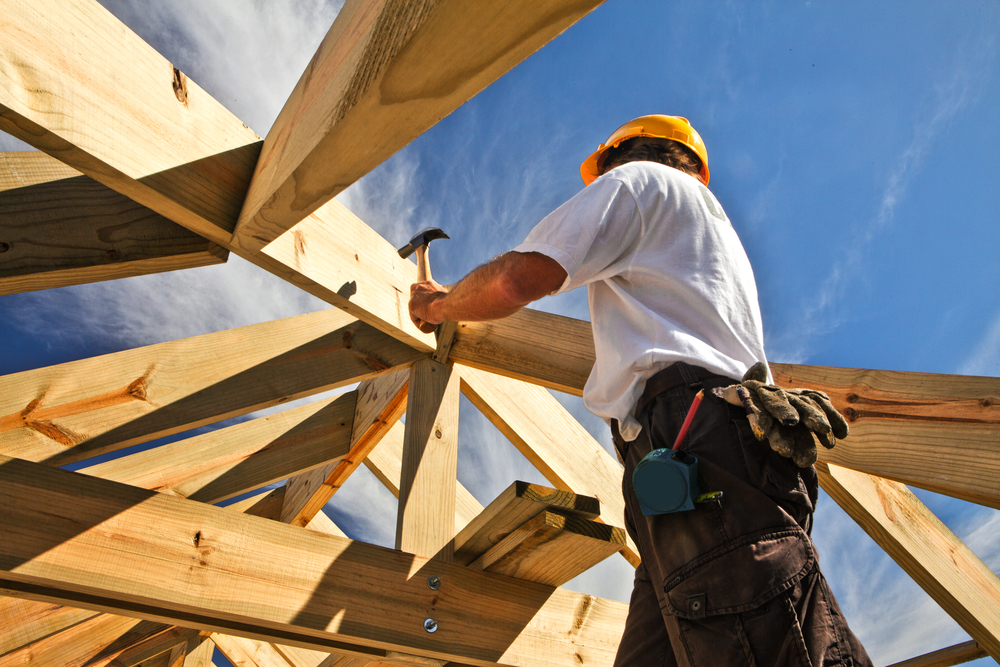 roofer-working-on-roof